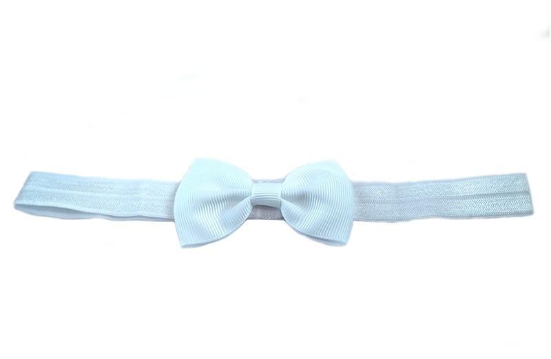 Leuk wit elastische baby haarbandje met een wit strikje erop. Heeft zonder uit te rekken een omtrek van ongeveer 37 centimeter.