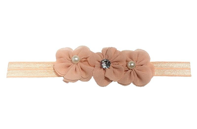 Vrolijk licht oranje, zalm roze baby, peuter haarbandje met 3 zalm roze chiffon bloemetjes. Afgewerkt 3 parels.  Het bandje is 1,5 centimeter breed en niet uitgerekt is het haarbandje ongeveer 17,5 centimeter.  De chiffon bloemetjes zijn elk ongeveer 3,5 centimeter.