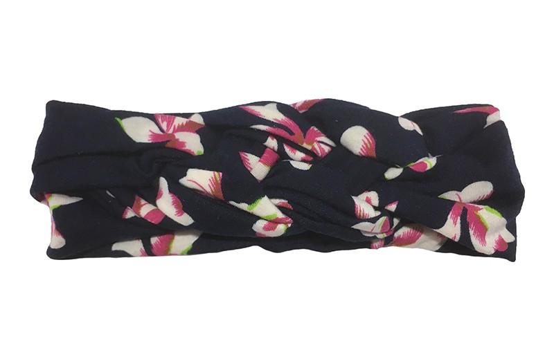 Leuk donkerblauw baby peuter haarbandje. Met een vrolijk roze wit bloemen dessin. In een leuk dubbel in elkaar geknoopt modelletje. Van zachte rekbare stof.  De breedte van het haarbandje is ongeveer 5 centimeter.