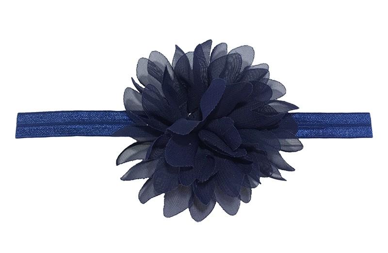 Vrolijk donkerblauw peuter meisjes haarbandje. Het bandje is van goed rekbaar elastiek daardoor geschikt tot en met ongeveer 4 jaar.  Met een mooie donkerblauwe chiffon laagjes bloem.