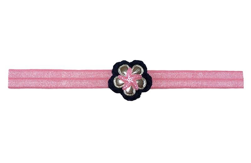 Schattig fel roze baby peuter haarbandje.  Met een donkerblauw gehaakt bloemetje, een glanzend zilver bloemetje en een roze zeesterretje.  Het haarbandje is van fijn rekbaar elastiek.  Niet uitgerekt is het haarbandje 18 centimeter breed. Geschikt tot ongeveer 2 jaar.