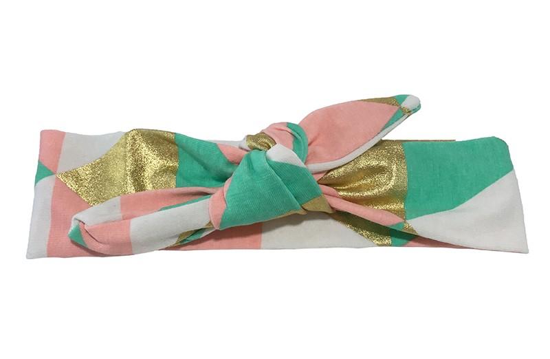 Leuk geknoopt meisjes (baby, peuter, kleuter) haarbandje. Met vrolijke gekleurde vlakken in goud, groen en zalm roze. Het haarbandje is van zachte rekbare stof en heel makkelijk zelf te knopen. Zo kun je lang plezier hebben van dit leuke haarbandje.