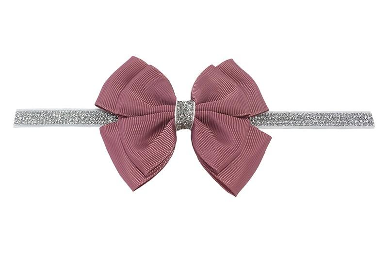 Schattig zilver glitter baby peuter meisjes haarbandje met mooie grote dubbel geknoopte oud roze strik.  Het haarbandje is van goed rekbaar elastiek, geschikt voor baby meisjes en peuter meisjes tot en met ongeveer 3 jaar.  Niet uitgerekt is de omtrek van het haarbandje ongeveer 36 cm.