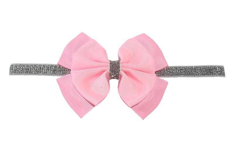 Schattig zilver glitter baby peuter meisjes haarbandje met mooie grote dubbel geknoopte roze strik.  Het haarbandje is van goed rekbaar elastiek, geschikt voor baby meisjes en peuter meisjes tot en met ongeveer 3 jaar.  Niet uitgerekt is de omtrek van het haarbandje ongeveer 36 cm.