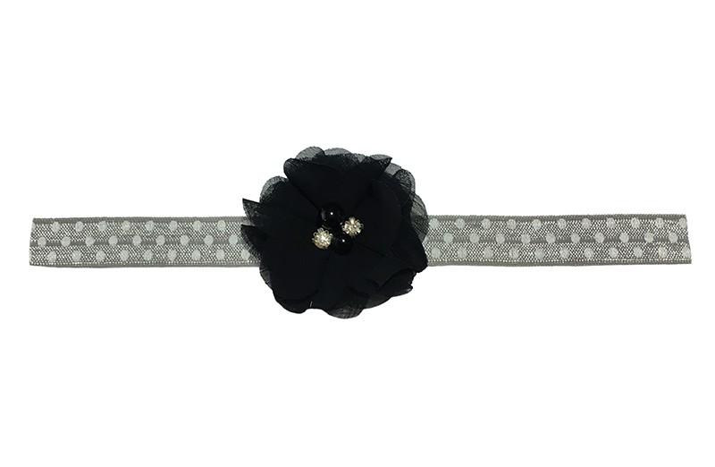 Schattig grijs elastische baby peuter haarbandje met witte stippeltjes. Met een zwart chiffon bloemetje met kleine pareltjes. Haarbandje is van goed rekbaar elastiek, geschikt tot en met ongeveer 2 jaar.