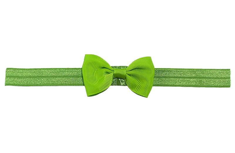 Leuk groen elastische baby haarbandje met een appel groen strikje erop. Heeft zonder uit te rekken een omtrek van ongeveer 35 centimeter. Geschikt tot en met ongeveer 5 jaar.