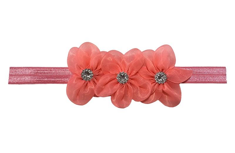 Schattig roze baby peuter haarbandje.  Met 3 koraalroze chiffon bloemen en op elk een zilveren pareltje.  Het bandje is van rekbaar elastiek geschikt vanaf ongeveer 12 maanden tot ongeveer 24 maanden.