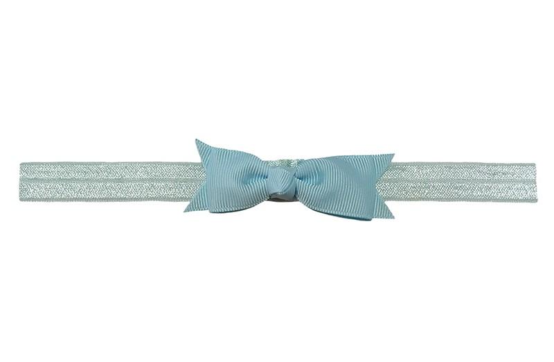 Schattig licht blauw peuter kleuter haarbandje.  Met een lichtblauw strikje van lint.  Het haarbandje is van fijn rekbaar elastiek, geschikt tot en met ongeveer 5 jaar.
