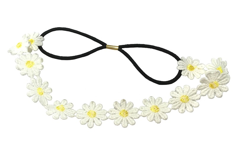 Schattig haarbandje met wit, geel stoffen madelief bloemetjes.  Het zwarte elastieken deel is ongeveer 14 centimeter en heel goed rekbaar.  Geschikt voor klein en groot. Vanaf ongeveer 2 jaar.