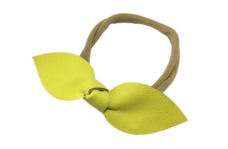 Schattig nylon peuter kleuter meisjes haarbandje.  Van dun rekbaar nylon.  Met een fel geel knoopstrikje van dun nepleer.