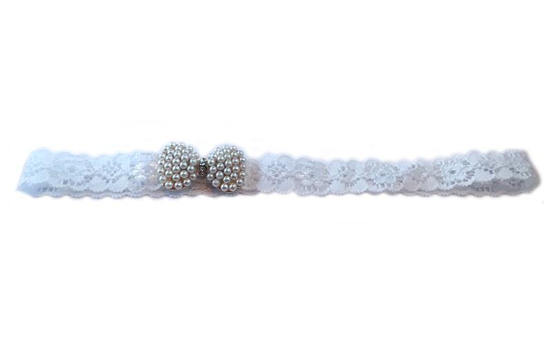 Lief wit kanten peuter haarbandje met strikje erop van pareltjes.