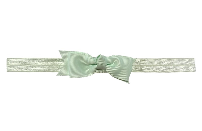 Schattig zacht mint groen peuter kleuter haarbandje.  Met een zacht mint groen strikje van lint.  Het haarbandje is van fijn rekbaar elastiek, geschikt tot en met ongeveer 5 jaar.