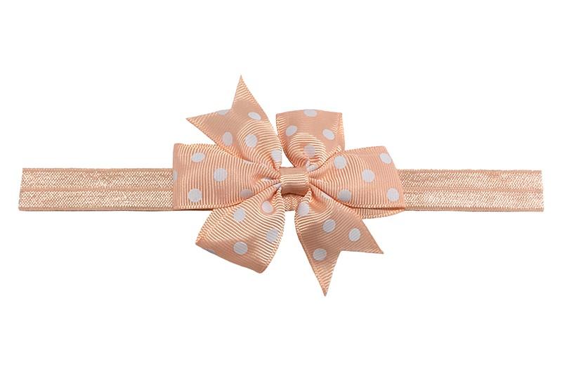 Vrolijk zalmroze baby peuter haarbandje.  Met een zalmroze strik met witte stippeltjes.  Het haarbandje is van rekbaar elastiek daardoor geschikt tot ongeveer 3 jaar.  Het strikje is ongeveer 8 centimeter breed.