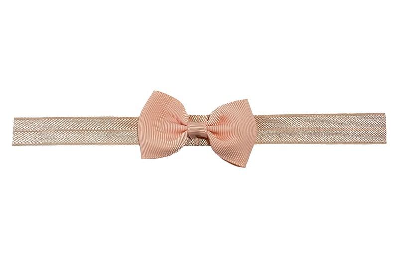 Leuk zalmroze elastische baby peuter kleuter haarbandje met een zalmroze strikje erop.  Heeft zonder uit te rekken een omtrek van ongeveer 35 centimeter. Geschikt tot en met ongeveer 5 jaar.