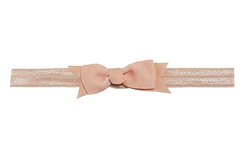 Schattig zalm roze peuter kleuter haarbandje.  Met een zalm roze strikje van lint.  Het haarbandje is van fijn rekbaar elastiek, geschikt tot en met ongeveer 5 jaar.