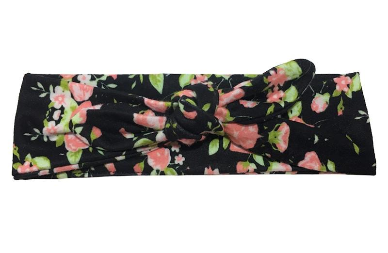Leuk zwart stoffen peuter meisjes haarbandje met roze roosjes.  Van zachte goed rekbare stof. Het haarbandje is heel makkelijk zelf te knopen. Daardoor kun je lang plezier hebben van dit leuke haarbandje.