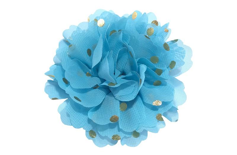 Vrolijke grote blauwe haarbloem van chiffon met gouden stipjes.  Op een alligator knip van ongeveer 5 centimeter bekleed met blauw lint.