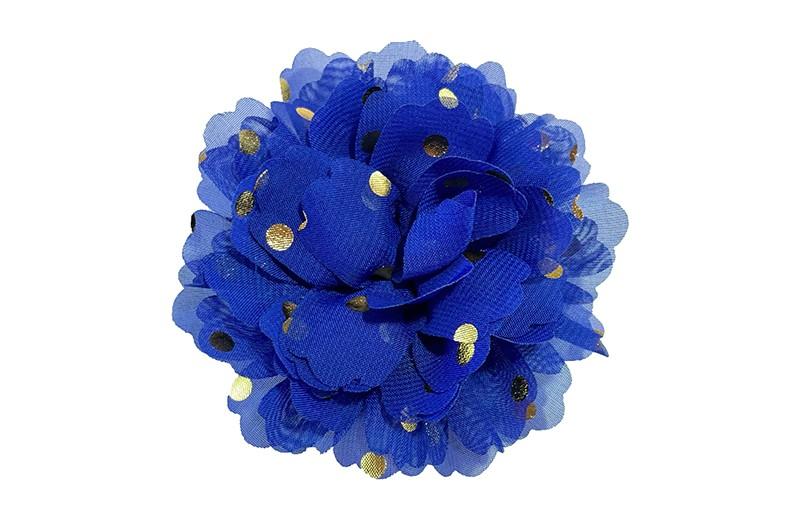 Vrolijke grote blauwe haarbloem van chiffon met gouden stipjes.  Op een handig knipje met kleine tandjes van ongeveer 5 centimeter. half bekleed met blauw lint.