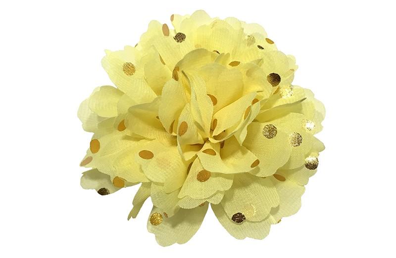 Vrolijke grote licht gele haarbloem van chiffon met gouden stipjes.  Op een handig knipje met kleine tandjes van ongeveer 5 centimeter. half bekleed met geel lint.