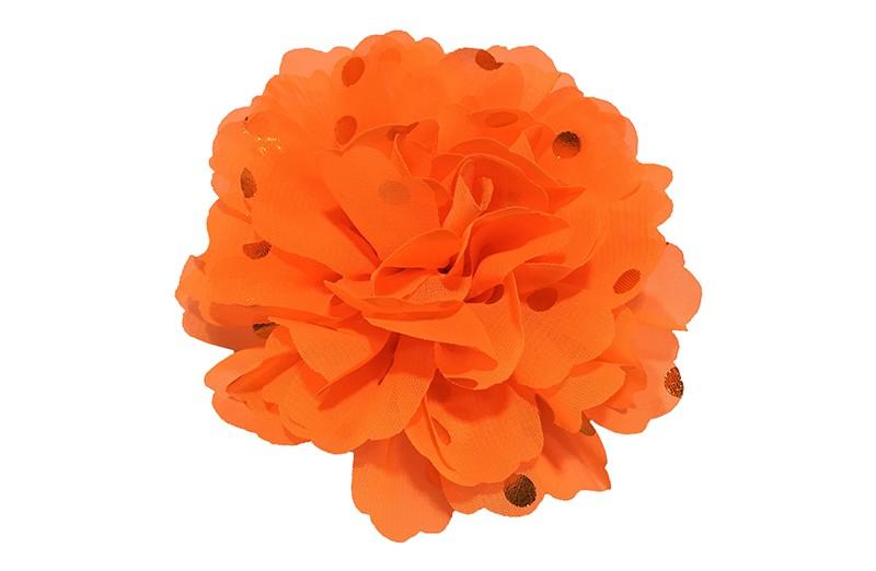 Vrolijke grote fel oranje haarbloem van chiffon met gouden stipjes.  Op een alligator knip van ongeveer 5 centimeter bekleed met oranje lint.