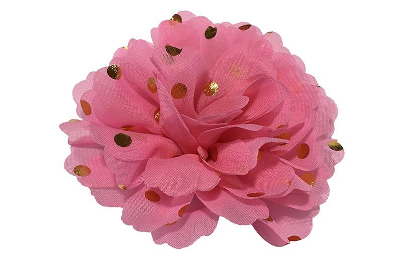 Vrolijke grote roze haarbloem van chiffon met gouden stipjes.  Op een alligator knip van ongeveer 5 centimeter bekleed met roze lint.