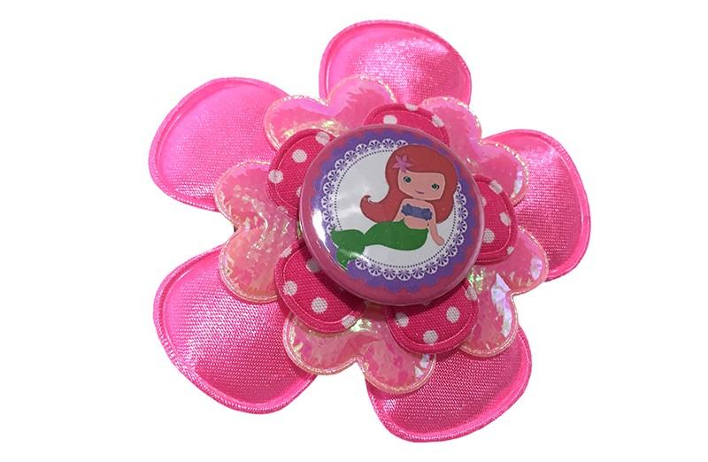 Vrolijke zomerse haarbloem op knip in felroze tinten.  Met een grote fel roze bloem, een glanzend roze bloem, een roze bloem met witte stippeltjes. En een leuke meermin button.