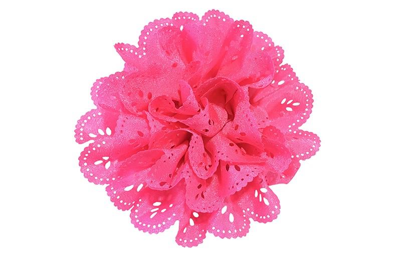 Vrolijke fuchsia roze stoffen haarbloem in kantlook.  In een leuke laagjeslook.  Op een handig alligator knipje.