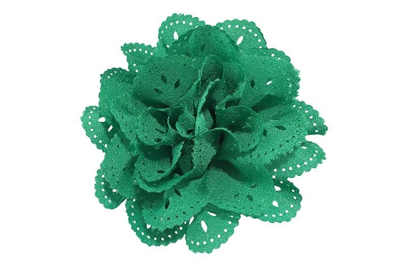 Mooie groene stoffen haarbloem in kantlook. Op een handig alligator knipje.