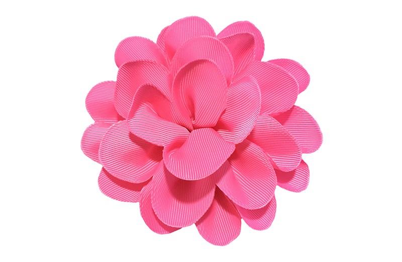 Vrolijke fel roze haarbloem op knip. Leuke grote bloem in 'laagjes' model.   Op een handige alligator knip van ongeveer 5.5 centimeter.  Handig in het haar te zetten.