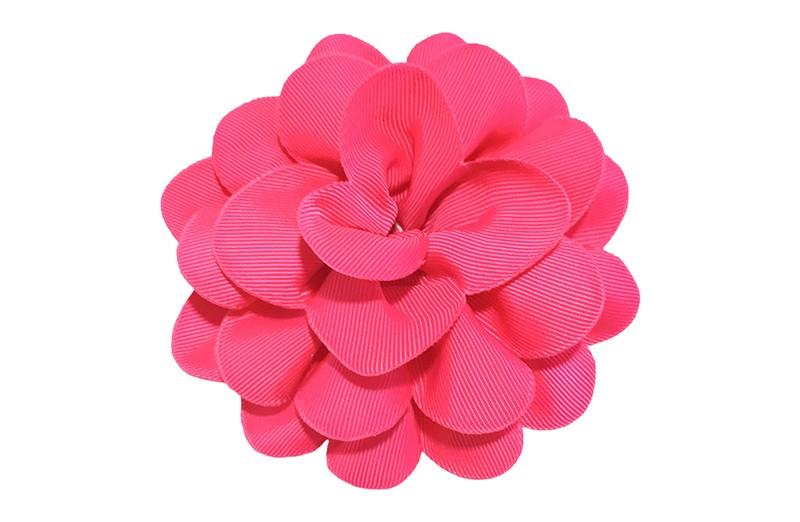 Vrolijke fuchsia roze haarbloem op knip. Leuke grote bloem in 'laagjes' model.   Op een handige alligator knip van ongeveer 5.5 centimeter.  Handig in het haar te zetten.