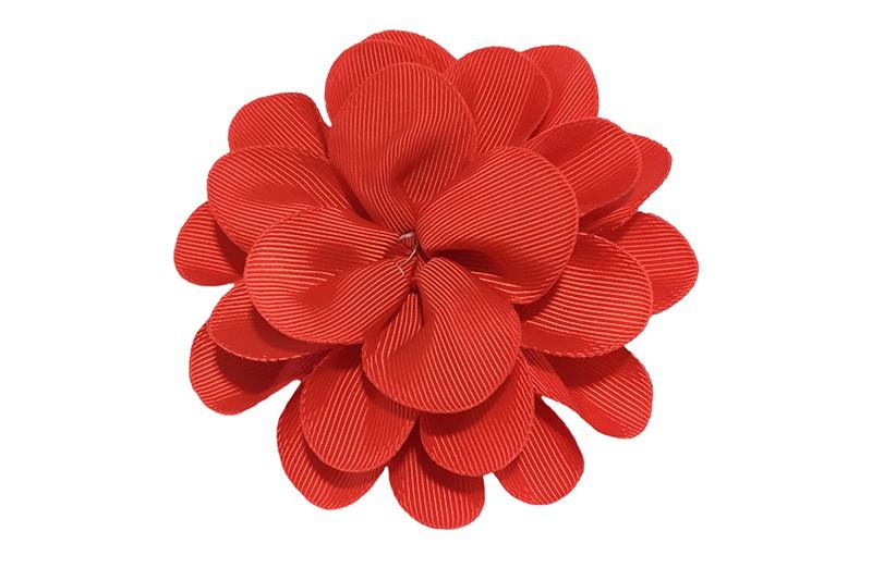 Vrolijke rode haarbloem op knip. Leuke grote bloem in 'laagjes' model.   Op een handige alligator knip van ongeveer 5.5 centimeter.  Handig in het haar te zetten.