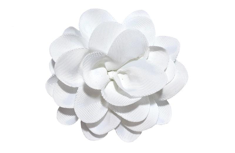 Vrolijke witte haarbloem op knip. Leuke grote bloem in 'laagjes' model.   Op een handige alligator knip van ongeveer 5.5 centimeter.  Handig in het haar te zetten.
