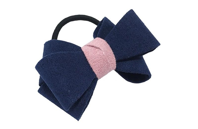 Mooie luxe donker blauwe haar elastiek met licht roze accent. Dubbel gestrikt van verstevigde stof. Leuk voor de iets grotere meisjes.