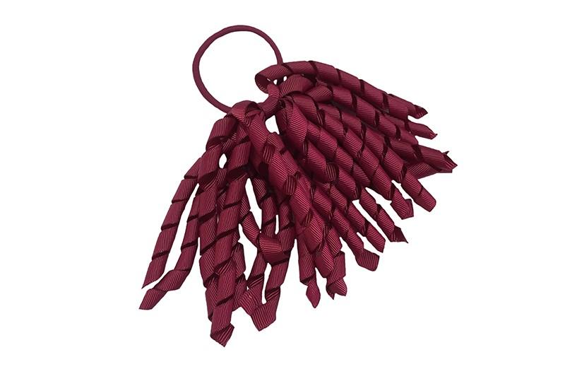 Vrolijk bordeaux rood elastiek met bordeaux rode gekrulde lintjes. Met deze leuke elastieken altijd en heel makkelijk een vrolijk kapsel. Ook leuk per twee stuk