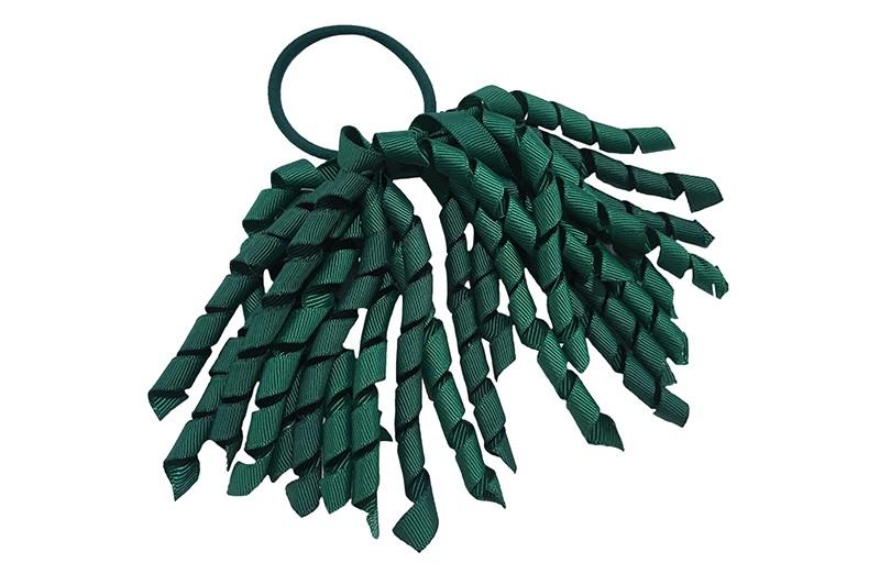 Vrolijk donkergroene elastiek met donkergroene gekrulde lintjes. Met deze leuke elastieken altijd en heel makkelijk een vrolijk kapsel.  Ook leuk per twee stuks.