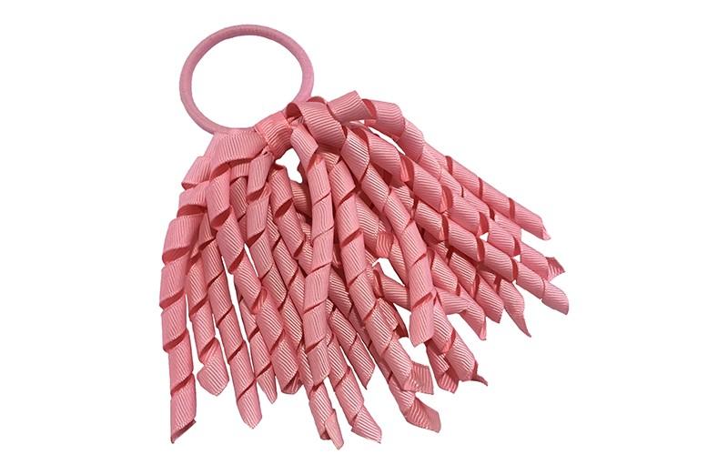 Vrolijke roze haarelastiek met roze gekrulde lintjes.  Met deze haarelastieken altijd en makkelijk een vrolijk kapsel.
