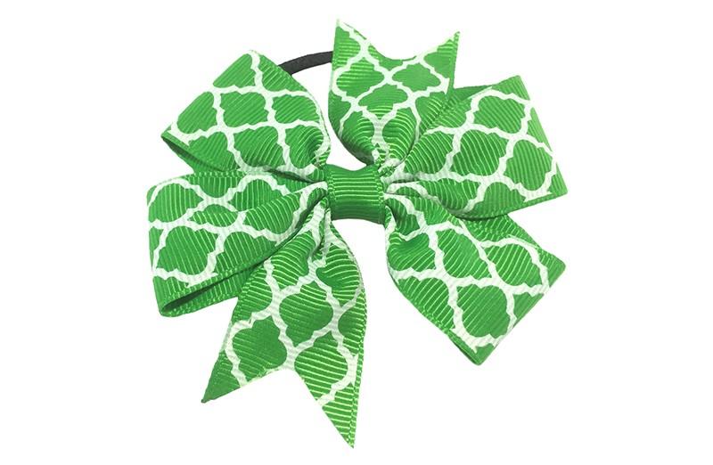 Stevige zwarte haarelastiek met een groene strik van lint met vrolijk wit lijntjes patroontje,  Leuk in allerlei peuter en kleuter kapseltjes.