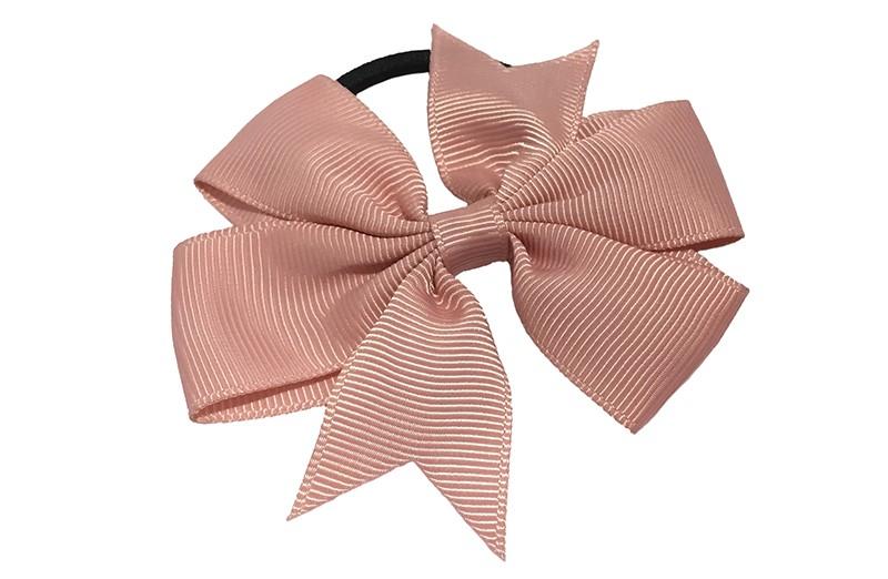 Stevige zwarte haarelastiek met mooie oud roze strik. Leuk in allerlei peuter en kleuter kapseltjes.