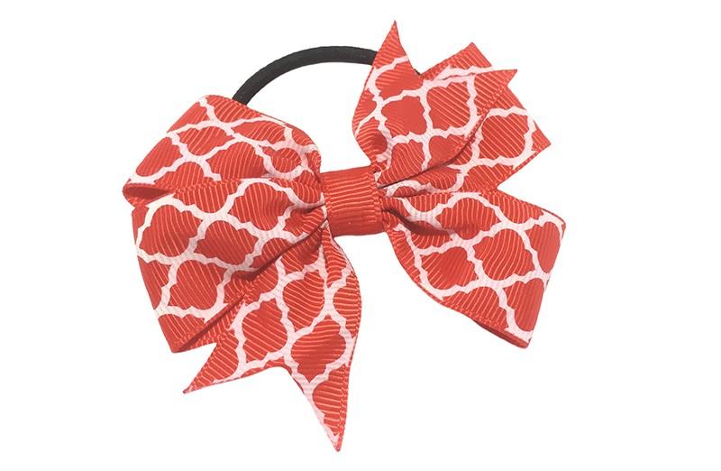 Stevige zwarte haarelastiek met een rode strik van lint met vrolijk wit lijntjes patroontje,  Leuk in allerlei peuter en kleuter kapseltjes.