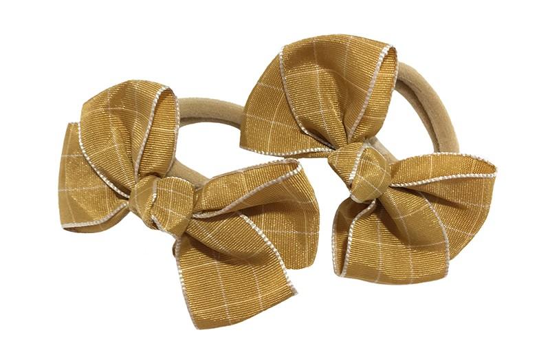 Vrolijk setje van 2  zachte haarelastiekjes met op elk een leuk glanzend bruin strikje van lint.