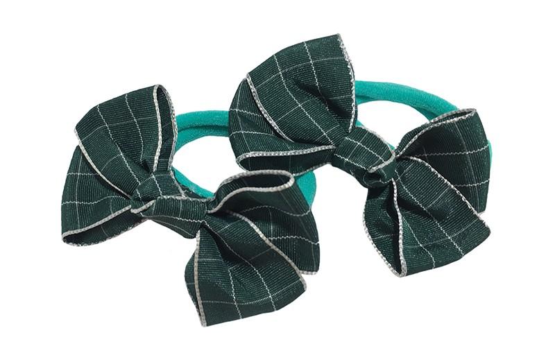 Vrolijk setje van 2 (mint) groene zachte haarelastiekjes met op elk een leuk donker groen met zilver strikje van lint