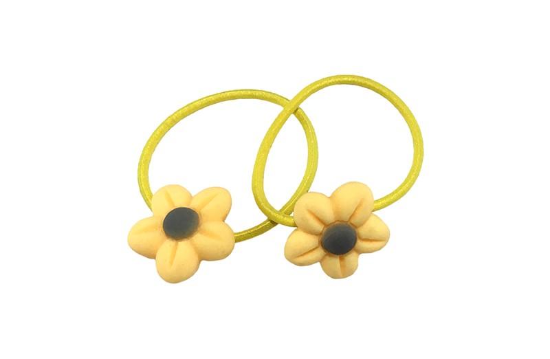 Schattig setje van 2 gele haarelastiekjes met op elk een vrolijk geel met grijs bloemetje.