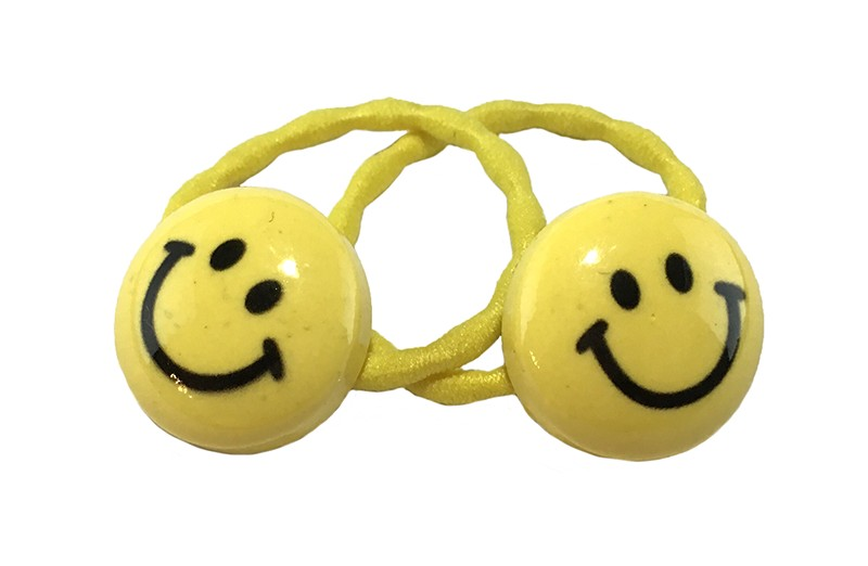 Vrolijk setje van 2 gele haarelastiekjes met op elk een vrolijke smiley.  De elastiekjes zijn met
