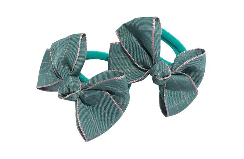 Vrolijk setje van 2 (mint) groene zachte haarelastiekjes met op elk een leuk groen met lichtroze geruit strikje van lint.