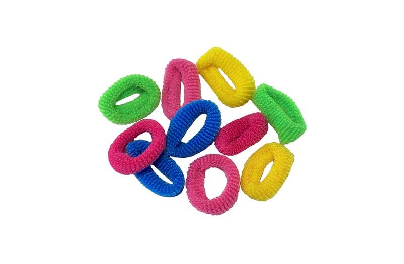 Handig setje van 10 kleine haarelastiekjes.  In de vrolijke kleurtjes, groen, geel, roze en blauw.