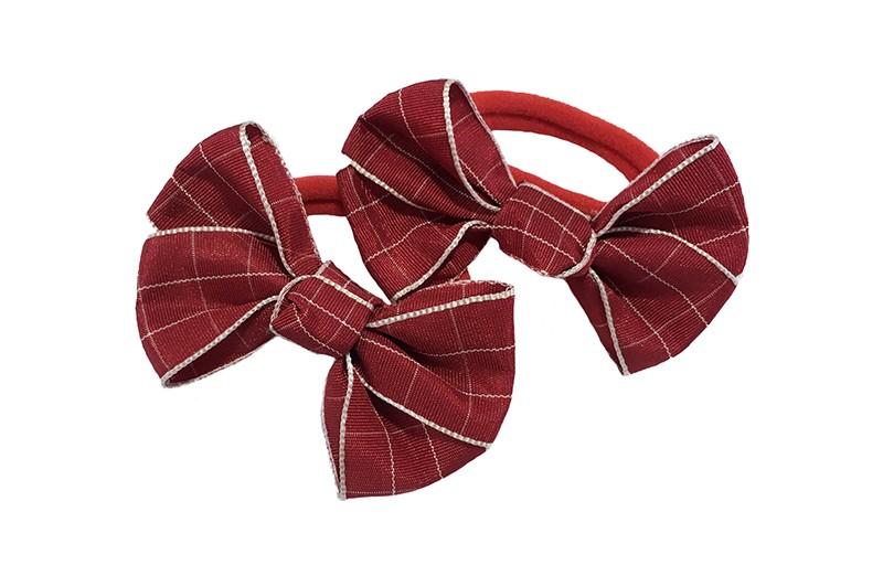 Vrolijk setje van 2 rode zachte haarelastiekjes met op elk een leuk (bordeaux) rood met creme strikje van lint