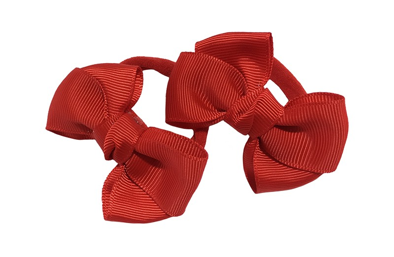 Vrolijk setje van 2 rode zachte haarelastiekjes met op elk een leuk rood strikje van lint.