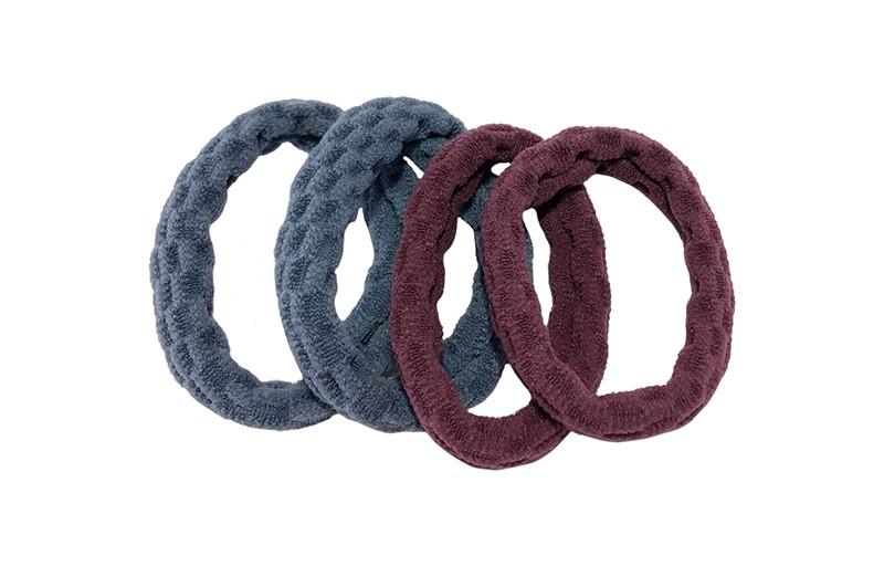 Handige setje van 4 middelgrote haarelatiekjes in de kleurtjes paars roze en lichtblauw.  De elastiekjes hebben een leuk gebobbeld patroontje in de stof.