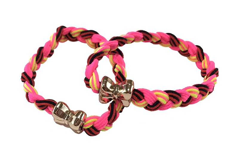 Vrolijk setje van 2 gevlochten haarelastiekjes. In fel roze en gele kleurtjes. Met een goudkleurig strikje.