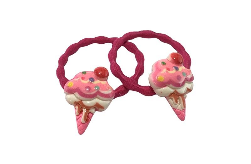 Schattig setje van 2 roze haarelastiekjes met op elk een vrolijke steentje in de vorm van een ijsje.  Het elastiekje is een gebobbeld elastiekje handig voor wat meer 'grip' in de haartjes.